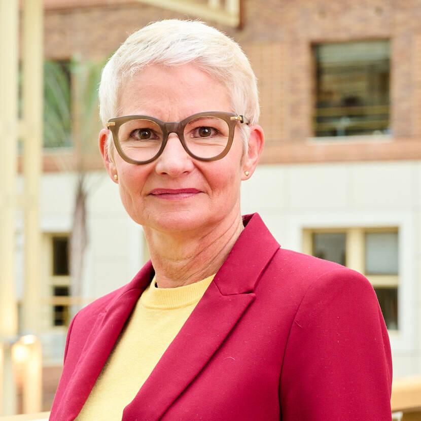dr. M.R.E. (Monique) Janssens